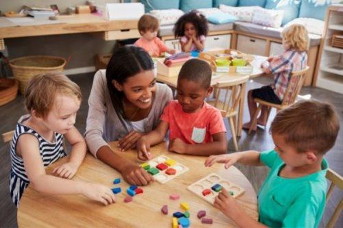 Phương Pháp Montessori Là Gì? Nguyên Tắc Montessori Ba Mẹ Cần Biết